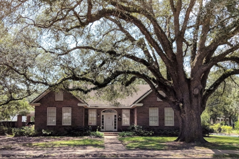 Another ranch (popular in this area!) with brick in the Garden District.